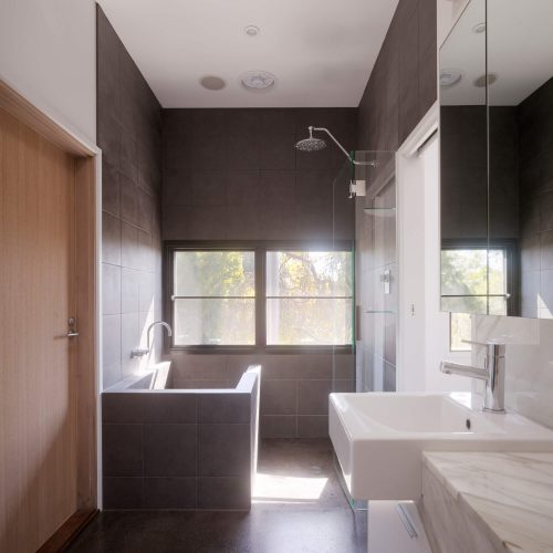 Opat Architects Couryard House Somers Ensuite with Japanese bath