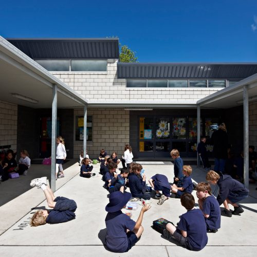 Opat Architects Inverloch Primary School quadrangle, outdoor learning space between art room and class spaces
