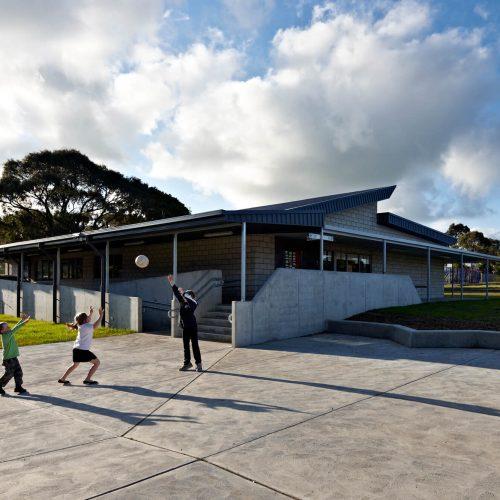 Opat Architects Inverloch Primary School quadrangle, shaped landscape edge and classes
